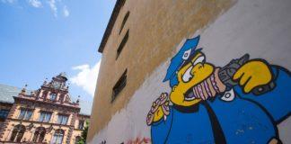 Feindbild: »Bullen«-Graffito an der Klapperfeld-Fassade. (© Helmut Fricke)